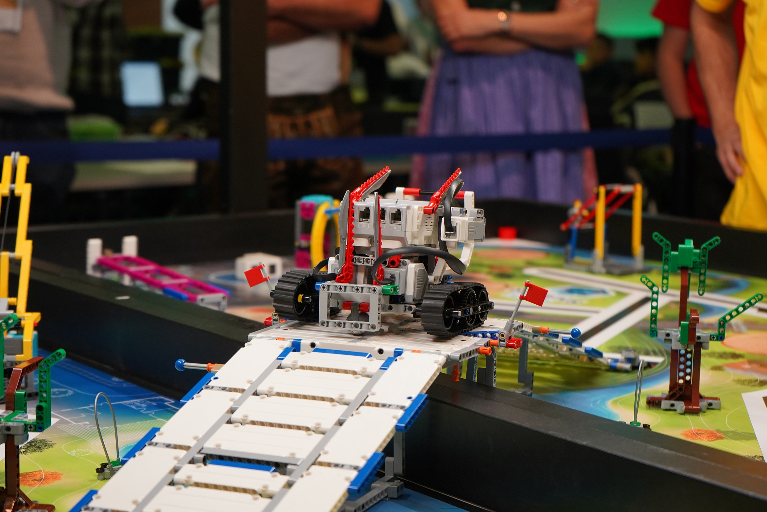 ATP sponsors a robotics competition and motivates young people to become interested in the MINT subjects.<br><span class='image_copyright'>talentify GmbH</span><br>