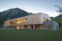 Das von ATP Innsbruck integral geplante hölzerne Bildungszentrum erhielt den ICONIC AWARD 2018.<br><span class='image_copyright'>ATP/Philipp</span><br>