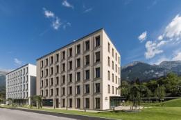 Bürogebäude mit Strukturputz in Grautönen.<br><span class='image_copyright'>ATP/Bause</span><br>