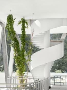 Der zweigeschossige Garten ist über eine Wendeltreppe mit der Kantine verbunden.<br><span class='image_copyright'>ATP/Becker</span><br>