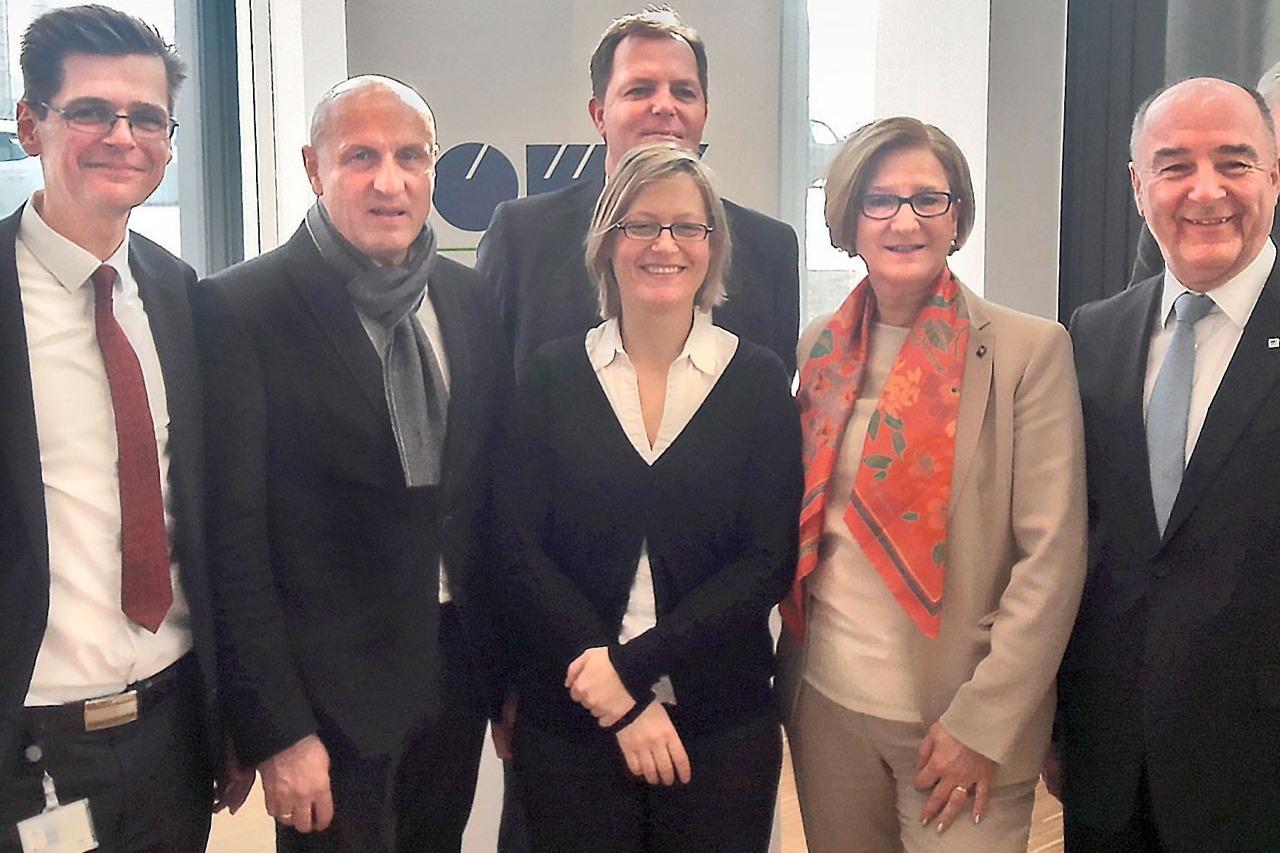v.l.n.r.: Roland Fliegenschnee (PL OMV), Horst Reiner, Werner Kahr und Birgit Reiterer (ATP), Johanna Mikl-Leitner (Landeshauptfrau NÖ) und Manfred Leitner (OMV-Vorstand)<br><span class='image_copyright'>ATP</span><br>
