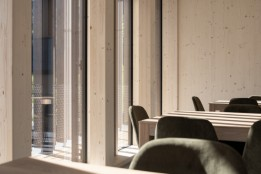 Light timber elements in the conference room.<br><span class='image_copyright'>ATP/Bause</span><br>