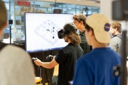 Studierende erhalten mit VR-Brille Einblick in das digitale Planen. Foto: ATP/Rauschmeir<br><span class='image_copyright'>ATP/Rauschmeir</span><br>