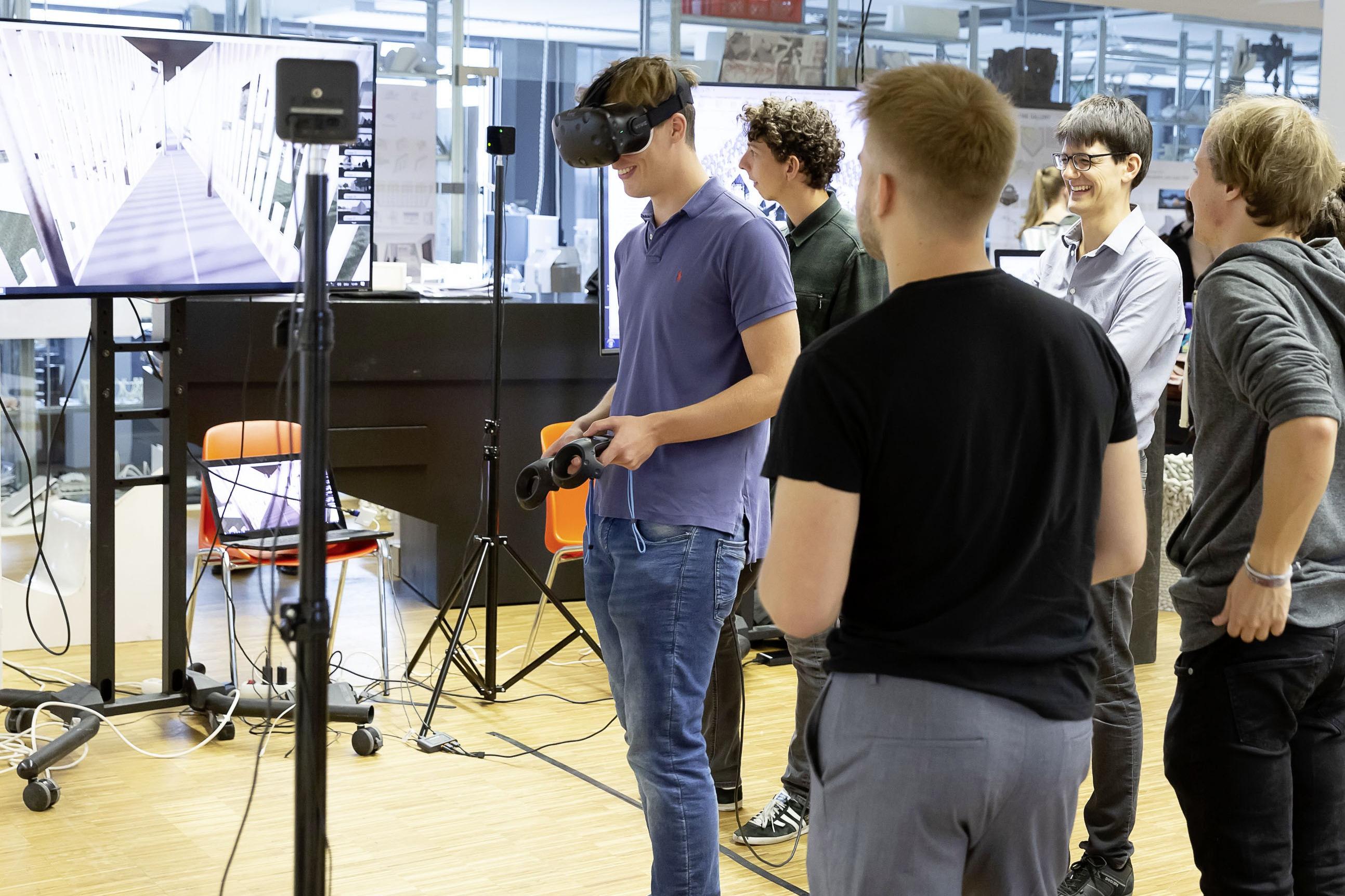 In der Berufswelt immer häufiger gefordert: Mit VR-Brillen können digital geplante Gebäude besichtigt werden. Foto: ATP/Rauschmeir<br><span class='image_copyright'>ATP/Rauschmeir</span><br>