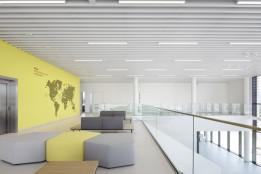 Lounge im offenen, zweigeschossigen Foyer<br><span class='image_copyright'>ATP/Kuball</span><br>