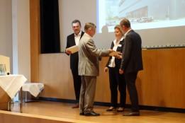 v. l.: Harald Weinert (Daimler), Michaela Hauser und Michael Mann (ATP München) nahmen mit Freude die Anerkennung entgegen. Foto: IREM Team<br>