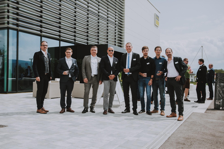 v. l.: Michael Haugeneder (GL ATP sustain), Florian Sedelmaier, Ernst Kupnick (Projektleiter ELT, ATP), ATP-Partner Horst Reiner, Christian Rüsche (GF Viega Österreich), Dominik Bodenstein (Modellierer, ATP), Thomas Edlinger (Projektleiter HKLS, ATP) und H<br><span class='image_copyright'>Viega/EDELSBACHER TASSILO</span><br>
